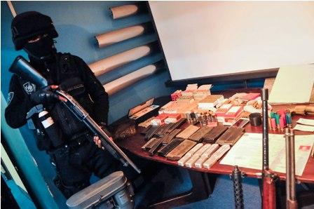 Secuestran-un-arsenal-ilegal-en-barrio-paceno---