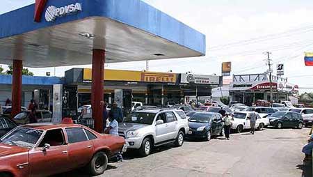 Largas-colas-por-falta-de-gasolina-en-Caracas-y-otras-ciudades-venezolanas-