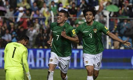 Con-actitud-y-poco-futbol,-Bolivia-gano-a-una-Argentina--Messidependiente-