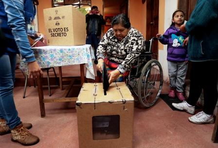 Ecuatorianos-definen-su-futuro