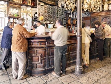 Clausuran-un-bar-donde-concurrian-ancianos-en-El-Alto