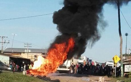 Registran-enfrentamientos-en-el-puente-de-Puerto-Paila