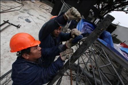 El-boliviano-trabaja-en-promedio-45,5-horas-semanales