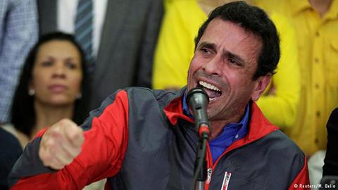 Capriles-denuncia-15-anos-de-inhabilitacion-politica