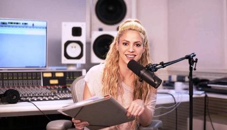 Shakira,-la-primera-latina-en-participar-en-Beats-1