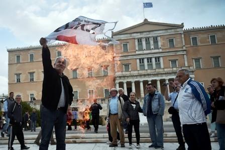 Grecia-aprueba-su-programa-de-ajustes