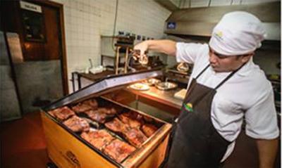 Hotel-Camino-Real-ofrece-delicias-preparadas-en-caja-china-