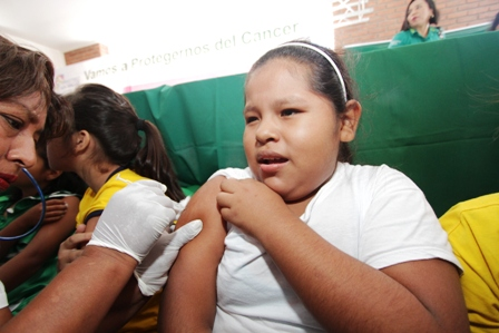 Piden-vacunarse-contra-el-cancer