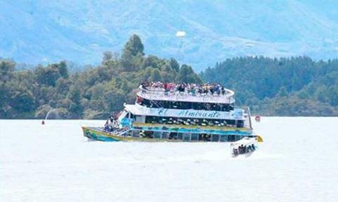Embarcacion-con-unos-150-turistas-se-hunde-en-represa-de-Colombia