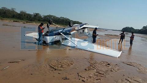 Reportan-que-una-avioneta-cayo-a-orillas-del-rio-Pirai