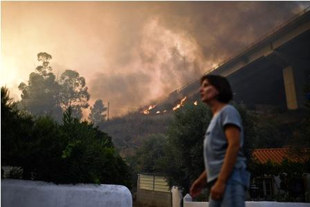 Bomberos-controlar-incendios-en-Portugal