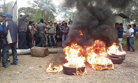 Estudiantes-ingresan-por-la-fuerza-al-campus-de-la-UAGRM