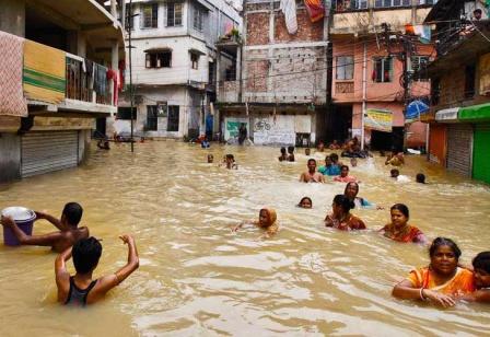 Registran-al-menos-700-muertos-por-inundaciones