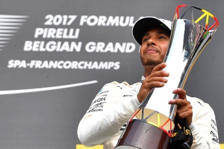 Hamilton-gana-y-acorta-distancias