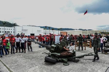 Venezuela-moviliza-a-sus-bases-militares-contra-EEUU