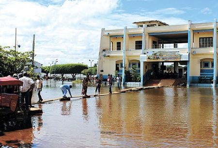 Tormenta-causa-danos-e-inundaciones