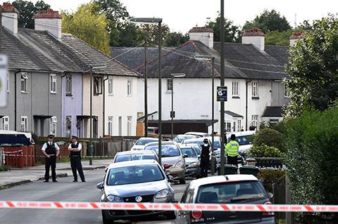 Policia-britanica-allana-casa-cerca-de-Londres-y-detiene-a-joven-por-atentado-en-el-metro