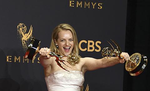 Hulu-hace-historia-en-los-Emmy-donde-Netflix-se-va-a-casa-con-las-manos-vacias