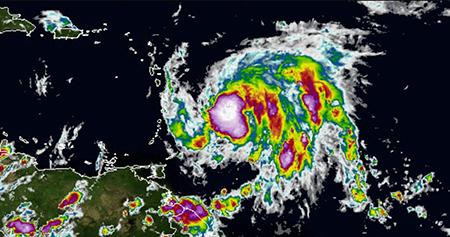 Huracan-Maria-alcanza-la-categoria-5-antes-de-pasar-por-el-caribe