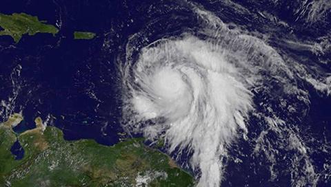 El-huracan-Maria-arraso-Dominica-y-se-dirige-a-Islas-Virgenes-y-a-Puerto-Rico