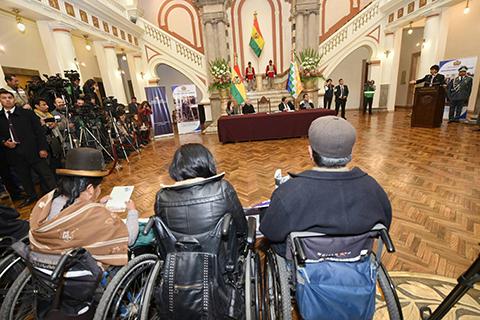 Promulgan-Ley-de-Insercion-Laboral-y-bono-mensual-de-Bs-250-para-discapacitados-