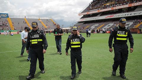 Amenaza-de-bomba-obliga-a-suspender-partido-de-futbol-en-Costa-Rica