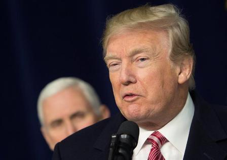 Trump-olvida-la-letra--del-himno-de-su-pais