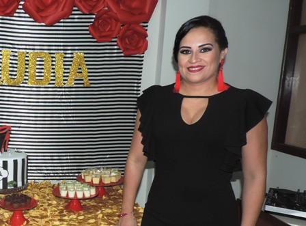 Claudia-festeja-entre-mujeres-