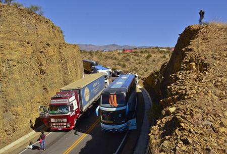 Transportistas-de-Potosi-retoman-el-bloqueo-de-carreteras