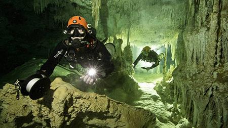 Descubren-en-Mexico-el-sitio-arqueologico,-bajo-el-agua,-mas-grande-del-mundo