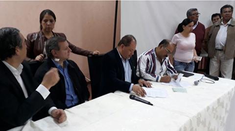 Gobierno-y-medicos-suscriben-un-preacuerdo-tras-13-horas-de-negociacion-en-Cochabamba