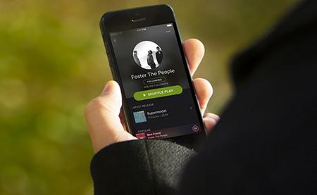 Demandan-a-Spotify-por-usar-miles-de-canciones-sin-licencia