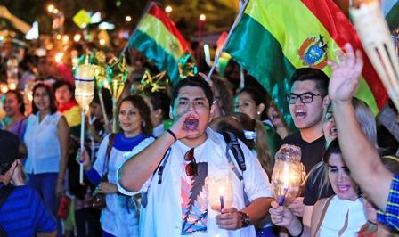 Luz-de-protesta,-multitudinaria-movilizacion-por-el-21F
