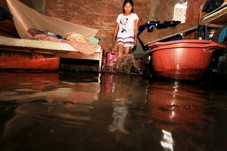 Tormenta-inunda-la-ciudad-y-provoca-evacuaciones-de-casas