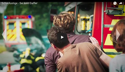 Bomberos-alemanes-graban-video-viral-sobre-los--mirones--en-los-rescates