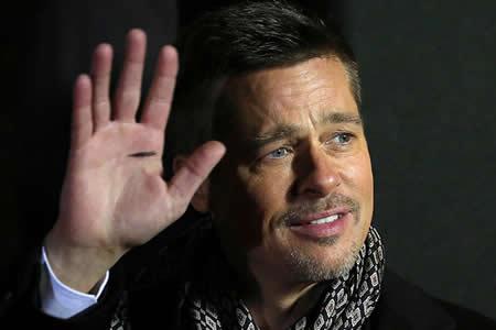 Brad-Pitt-pierde-una-subasta-para-ver-un-capitulo-de-Game-of-Thrones-con-Emilia-Clarke