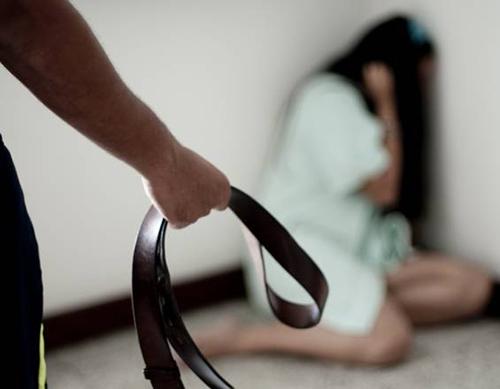 Un-hombre-abuso-de-su-hija-por-todo-un-ano-para-que--deje-de-ser-timida-