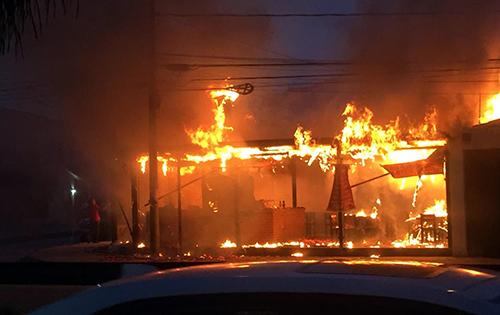 Incendio-reduce-a-cenizas-una-churrasqueria