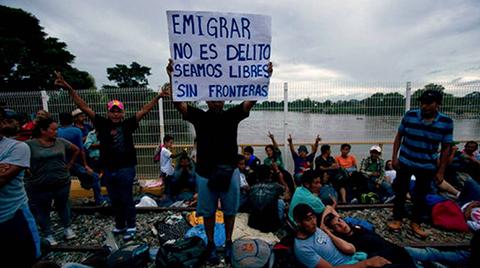 Miles-de-migrantes-en-Mexico-reanudan-su-marcha-hacia-EEUU