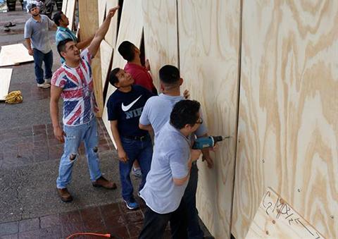 Evacuan-a-miles-de-personas-en-Mexico-ante-la-llegada-del-huracan-Willa