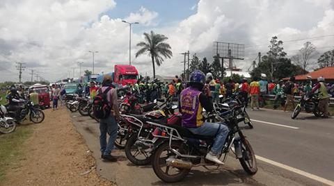 Mototaxistas-bloquean-la-carretera-al-norte,-piden-la-renuncia-de-Pizarro
