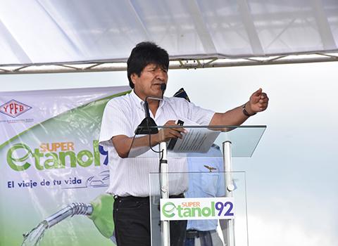 Evo-inaugura-venta-del-Super-Etanol-92-a-Bs-4,50-el-litro