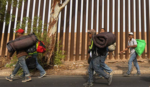 Un-juez-bloquea-la-orden-de-Trump-para-negar-asilo-a-migrantes-que-cruzan-la-frontera