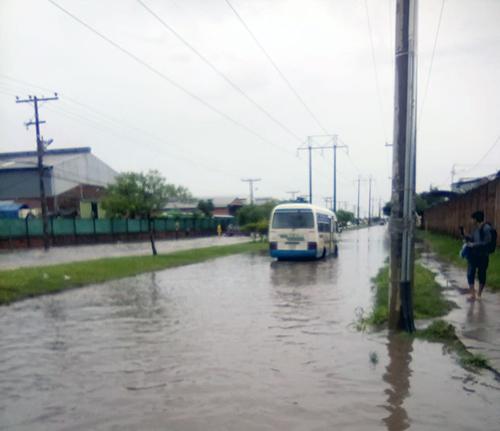 Vecinos-del-barrio-El-Quior-estan-inundados