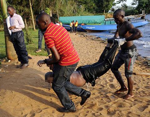 Mueren-al-menos-31-personas-por-naufragio-en-Uganda