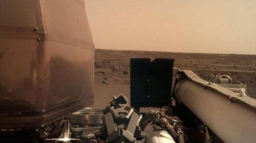 La-sonda-espacial-InSight-envia-una-espectacular-imagen-del-horizonte-marciano