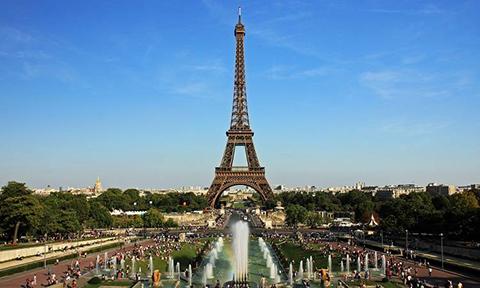 Subastan-un-tramo-de-las-escaleras-originales-de-la-torre-Eiffel