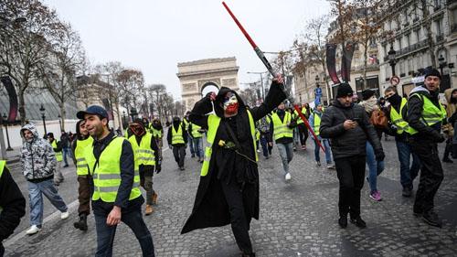 Chalecos-amarillos-vuelven-a-protestar-y-la-policia-arresta-a-120-personas