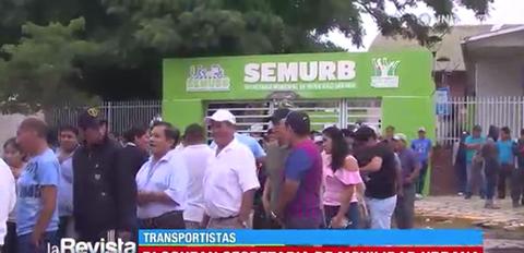 Transportistas-bloquean-en-oficinas-que-pertenecen-a-la-Alcaldia