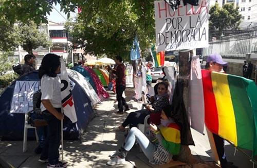 8-mujeres-ingresan-en-huelga-de-hambre,-tras-la-habilitacion-de-Morales